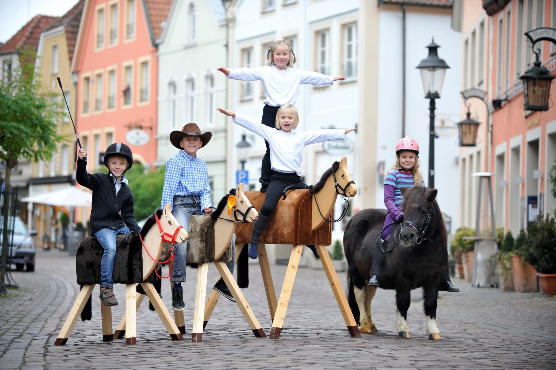 holzpferde & spielholzpferde kaufen | holzpferde von funny horses